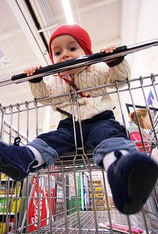 child-licking-shopping-cart-handle