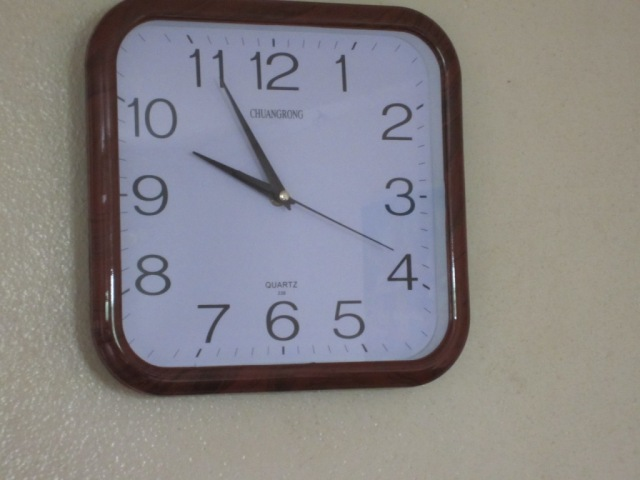 working wall clock